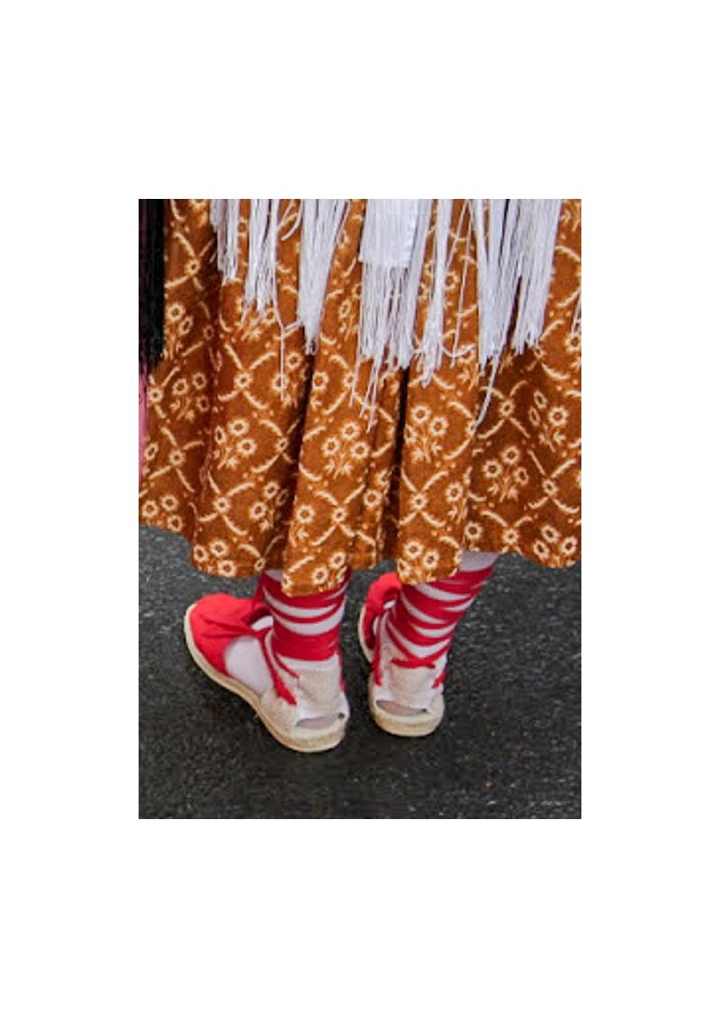 Les espadrilles catalanes plates à lacet.