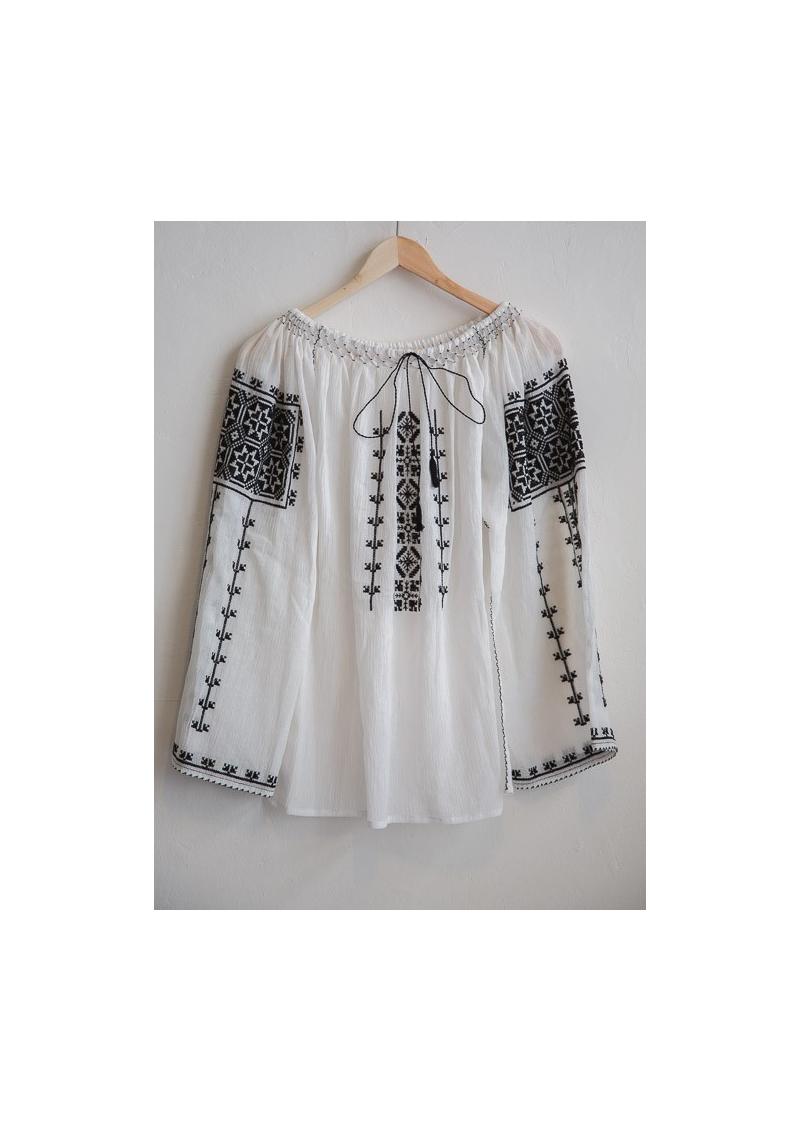 La blouse roumaine traditionnelle noire