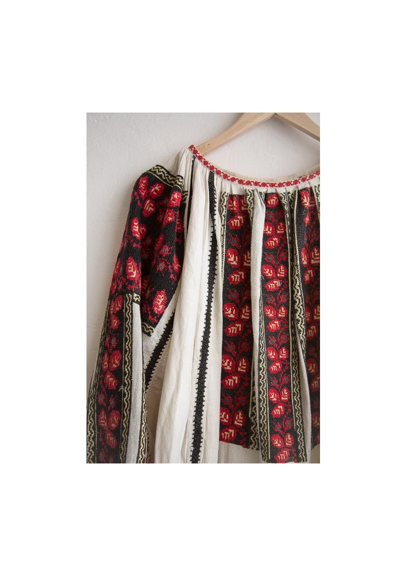 La robe roumaine vintage