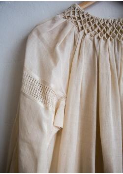 La robe-blouse roumaine écru