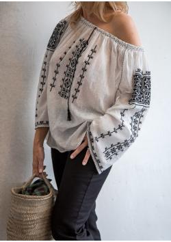 La blouse roumaine brodée main