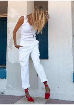 Le véritable pantalon blanc de raseteur