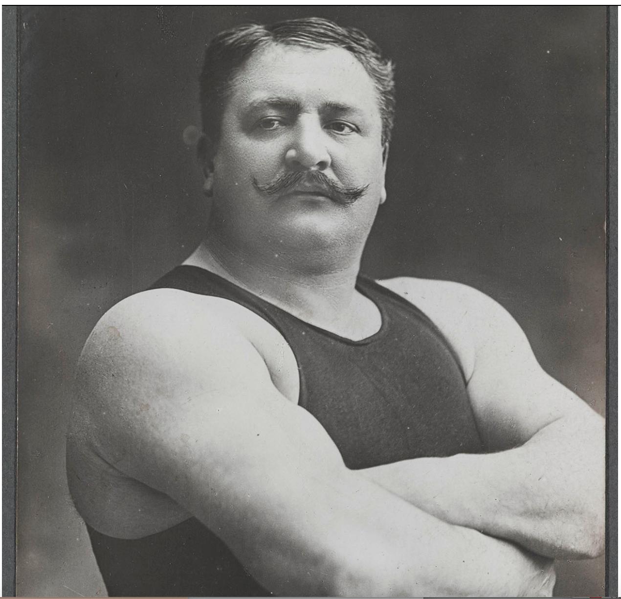 « Krumer (lutteur) », fin du XIXe - début du XXe siècle. Carte postale. Mucem, Fonds d'archives Gustave Soury © RMN-Grand Palais (Mucem) / Franck Raux
