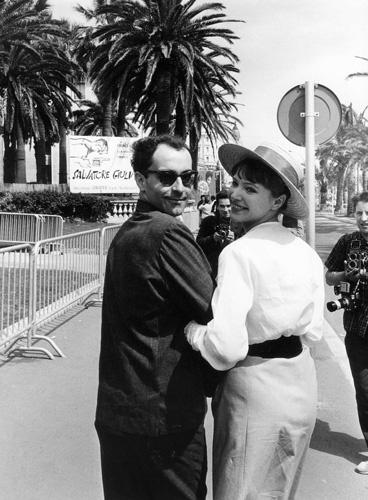 Anna Karina en canotier avec Jean Luc Godard