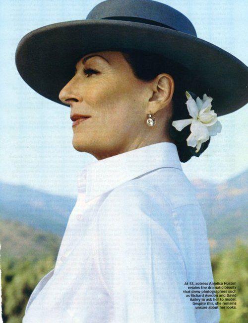 deToujours - Anjelica Huston en chapeau andalou