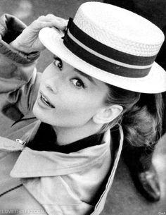 Audrey Hepburn canotier