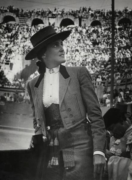 deToujours - Conchita Cintron en chapeau andalou