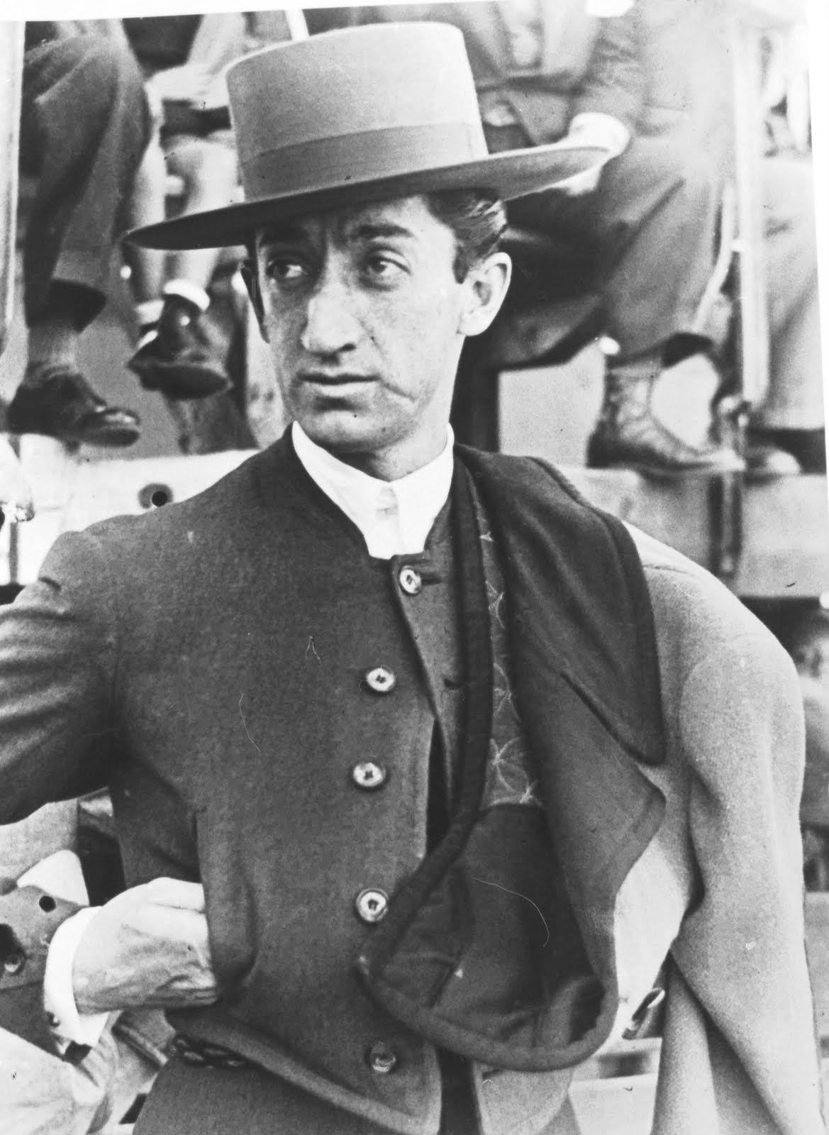 deToujours - Manolete en chapeau de Cordobés