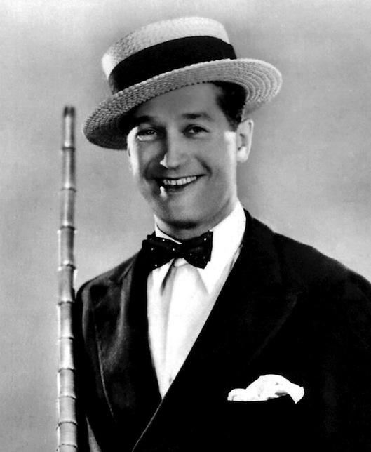 Maurice Chevalier en canotier
