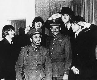deToujours - The Beatles en Espagne en chapeau andalou